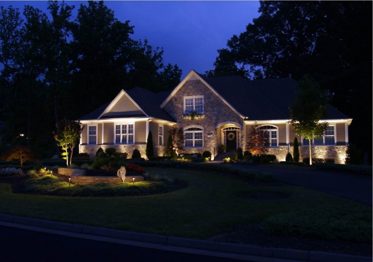 Outdoor lighting gallery landscape lighting raleigh apex for Outdoor electric yard lights